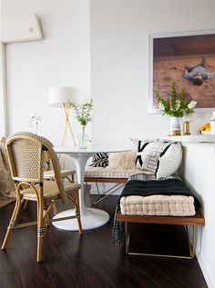 8 Exquisite Breakfast Nook Ideas to Brunch in Style [fake built in seating for a breakfast nook] dining, banquette, bench Built In Seating, Floor Seating, Decoration Inspiration, Room Inspiration, Mesa Saarinen, Decoracion Vintage Chic, Sweet Home, Bistro Chairs, Dining Nook