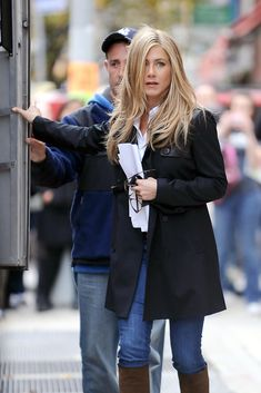 "Jennifer Aniston Photos - Jennifer Aniston sports a lighter blond hairstyle as she walks to her trailer on the set of her upcoming film ""Wanderlust"", filming on location in the West Village. - Jennifer Aniston on the Set of ""Wanderlust"" Jennifer Aniston Style, Jennifer Aniston Pictures, Jenifer Aniston, Jennifer Aniston Hairstyles, Jennifer Aniston Wanderlust, Brown Blonde Hair, Blonde Dye, Corte Y Color, Long Layered Hair"