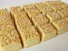 Abbahagyhatatlan sós sütemény, észre sem vesszük és már üres a tál. Hozzávalók 37 dkg liszt 20 dkg vaj 2 tojássárgája 1 dl tejs...