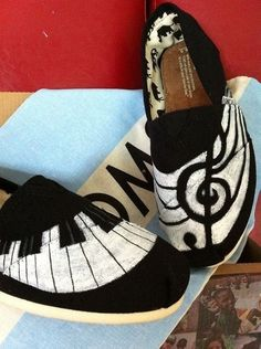 Want a pair of musical toms Cute Shoes, Me Too Shoes, Pretty Shoes, Music Shoes, Music Music, Music Stuff, Tom Love, Just In Case, Just For You