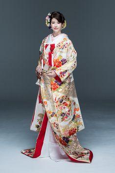 Oriental Fashion, Ethnic Fashion, Kimono Fashion, Japanese Wedding Kimono, Japanese Kimono, Traditional Kimono, Traditional Outfits, Kabuki Costume, Japan Woman