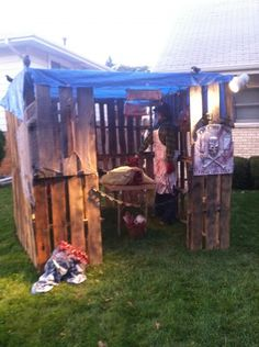 Butcher shop made out of pallets. Includes several pics on Halloween Forum