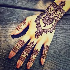 Latest new easy and simple Arabic Mehndi Designs for full hands for beginners, for legs and bridals. Stunning Arabic Mehndi Designs Images for inspiration. Simple Arabic Mehndi Designs, Henna Designs Easy, Beautiful Henna Designs, Easy Henna, Designs Mehndi, Beautiful Mehndi, Unique Henna, Arabic Design, Beautiful Images