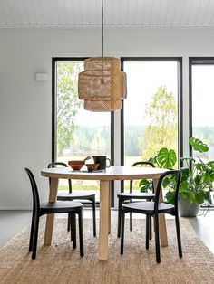 Woodnotes Siro+ oak chairs stained black around a dining table. #diningchair #dinning #woodenchair #nordicminimalism #scandistyle #interiordesign #interior