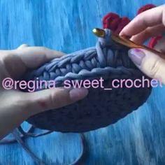 E para as meninas que sempre me pedem aula desse ponto...tai. Não sei o nome, só conheço os mais usados. Chamamos de ponto fantasia os que vão surgindo .  #videoaulas  #crochet #trapillo  By @regina_sweet_crochet