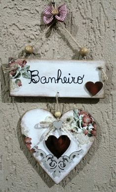 Placa para banheiro MDF Retreat Gifts, Decoupage Vintage, Heart Crafts, Wooden Hearts, Doll Crafts, Valentine Crafts, Diy Crafts To Sell, Decoration, Arts And Crafts