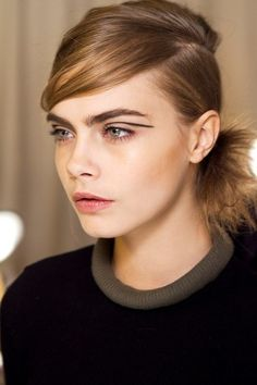 Cara Delevingne at rag and bone Runway Makeup, Beauty Makeup, Hair Makeup, Hair Beauty, Eyebrow Makeup, Cara Delevingne, Graphic Makeup, Eyebrow Trends, Thick Eyebrows