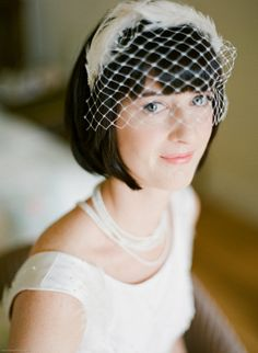 We are loving this bride's vintage style! Photography by lisaodwyerweddings.com