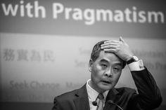 Liderança de Pequim subjuga chefe-executivo de Hong Kong   #China, #HongKong, #JiangZemin, #LeungChunying, #LinFeng, #LutaPeloPoder, #PartidoComunistaChinês, #Política, #Submissão