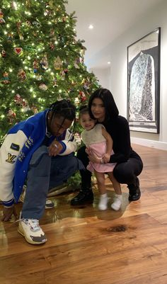 Kylie Jenner and Travis Scott with Stormi on We Heart It Trajes Kylie Jenner, Kylie Jenner Outfits, Kendall And Kylie Jenner, Kylie Jenner Instagram, Estilo Jenner, Estilo Kardashian, Kardashian Kollection, Kardashian Jenner, Travis Scott Kylie Jenner