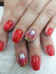 Vermelho para deixar as unhas ainda mais lindas!!! Tudo para suas unhas em: www.lojadeesmaltes.com.br