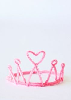 pipe cleaner crowns - so cute!
