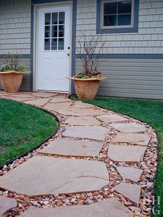 Install a flagstone, gravel, or paver walkway in a weekend or less! Use these three DIY walkway ideas to add interest to your yard—our easy how-tos walk you through every step of the process. Flagstone Pathway, Gravel Walkway, Backyard Walkway, Outdoor Walkway, Diy Patio, Backyard Landscaping, Backyard Ideas, Landscaping Ideas, Front Yard Walkway
