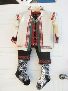 Strikka festdrakt til gutt   Str. 2 år:) Plaid Scarf, Vest, Knitting, Children, Dresses, Fashion, Hipster Stuff, Threading, Young Children