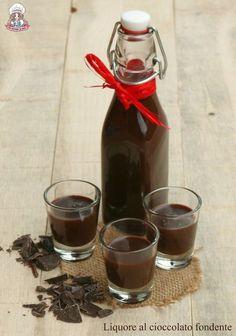 Liquore al cioccolato fondente Food Work, Gelato, Cocktail Drinks, Alcoholic Drinks, Biscotti, Chocolate Liqueur, Pastry Art, Love Eat, Secret Recipe
