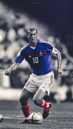 Zinedine Zidane, France Football, World Football, Barcelona Futbol Club, Dark Men, Best Football Players, Football Wallpaper, Sports Wallpapers, Chelsea Fc