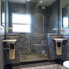 Baños modernos con lavamanos doble