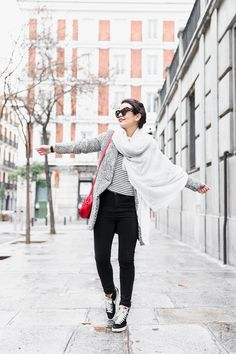 Mixing_Prints-Striped_Top-Red_Bag-Gucci_Disco_Bag-Outfit-Street_Style-Collage_Vintage-35