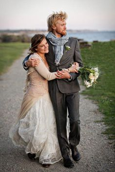 love bride in a cardigan, groom in a scarf :)