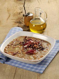 Zuppa di borlotti con radicchio e prosciutto croccante