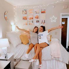 College Bedroom Decor, College Dorm Rooms, Room Ideas Bedroom, Teen Bedroom, Girl Bedrooms, Bedroom Inspo, Doorm Room Ideas, Uga Dorm, Bedroom Pics