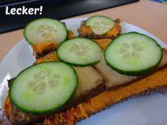 LaGusterina vereinfachte ihren Tag, indem sie zum Frühstück und um Mittagessen dasselbe aß: Brot mit Aufstrich, Räuchertofu und Gurke.