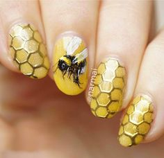 Nail art is a very popular trend these days and every woman you meet seems to have beautiful nails. It used to be that women would just go get a manicure or pedicure to get their nails trimmed and shaped with just a few coats of plain nail polish. Chrome Nail Art, 3d Fantasy, Bee Art, Bee Happy, Bees Knees, Creative Nails, Mellow Yellow, Nails Inspiration, Beauty Nails