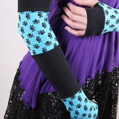 TRIXY XCHANGE Skull Gloves Skull Arm Warmers by TrixyXchange, Should try to make my own
