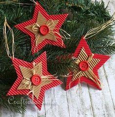 Néhány inspiráló ötlet, hogyan készíts fagylatospálcikából vagy hullámpapírból szépséges és ötletes karácsonyi díszeket, akár gyerekek bevonásával is.