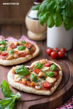 Herzpizza / Pizza in Herzform mit Géramont und Hähnchen