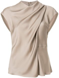 Shop Giorgio Armani draped neck blouse Source by blouses 2019 Look Fashion, Fashion Outfits, Womens Fashion, Fashion Design, Fashion Details, Blouse Styles, Blouse Designs, Dress Designs, Moda Chic