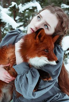 Stunning Portraits Of Redheads And Red Foxes. Photographer Alexandra Bochkareva takes stunning portraits of redheaded models with a red fox Foxes Photography, Fantasy Photography, Portrait Photography, Inspiring Photography, Beauty Photography, Creative Photography, Digital Photography, Beautiful Creatures, Animals Beautiful