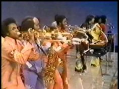 Shake Your Booty - KC & Sunshine Band (on Soul Train)