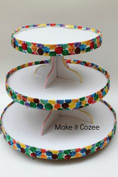 Make it Cozee: DIY Very Hungry Caterpillar Cupcake Stand and Toppers with Printables Hungry Caterpillar Cupcakes, Very Hungry Caterpillar, Baby Birthday, First Birthday Parties, Birthday Ideas, Birthday Banners, 1st Birthdays, Birthday Invitations, Diy Cupcake Stand