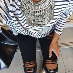 Once again the ripped jeans but black this time. The stripes and statement necklace make the outfit chic and edgy. Street Style Outfits, Casual Outfits, Cute Outfits, Fashion Moda, Love Fashion, Fashion Trends, Mode Style, Style Me, Vetements Clothing