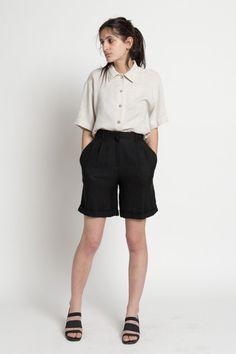 Vintage 90s Woven Black High Waisted Wide Leg Pleated Shorts   0 / BOTTOMS / VAUXSHOP.COM - 1