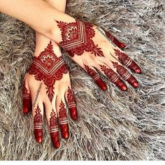 Mehndi henna designs are always searchable by Pakistani women and girls. Women, girls and also kids apply henna on their hands, feet and also on neck to look more gorgeous and traditional. Henna Hand Designs, Dulhan Mehndi Designs, Mehndi Designs Finger, Wedding Henna Designs, Mehndi Designs 2018, Modern Mehndi Designs, Mehndi Designs For Fingers, Mehndi Design Photos, Beautiful Mehndi Design