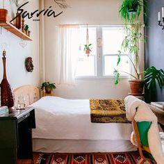 Llena tu lugar de descanso en un espacio lleno de vida y armonía con #SarriaHome. #bogotá #lifestyle #design #bedroom
