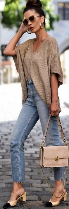 26 Great Fall Outfits: Ideas To Try Already This Autumn/Winter Season: Woman on the sidewalk wearing black skinny jeans, black T-shirt and black strappy statement heels with a black Louis Vuitton Vivienne LV bag Mode Outfits, Fall Outfits, Casual Outfits, Fashion Outfits, Womens Fashion, Skirt Outfits, Look Fashion, Winter Fashion, Mode Jeans