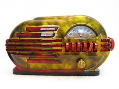 1946 Belmont Art Deco Bullet Bakelite Radio