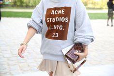 Sweat Acne Studios http://www.vogue.fr/defiles/street-looks/diaporama/street-looks-a-la-fashion-week-printemps-ete-2014-de-paris-jour-4/15463/image/856559#!7