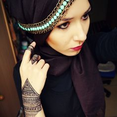 NabiilaBee - I am completely in love with everything bedouin and going algeria this summer and seeing more of the traditions made me fall in love with it. Modest Fashion, Girl Fashion, Womens Fashion, Turban, Simple Hijab, Hijab Fashionista, Hijab Bride, International Style, Beautiful Hijab