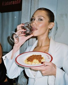 oh to be in italy with good company eating fresh pasta and living in the moment Beauty Photography, Fashion Photography, Bella Hadid Estilo, Kendall, Weekend Vibes, Gigi Hadid, Supermodels, Bellini, Like4like