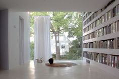 Jon Lott, of PARA-project, designed this modern poetry-writing studio that is humorously placed between two traditional townhouses in a residential neighborhood of Syracuse, New York. The 'Haffenden House' features a garage, a library and a reading room. Sunken Bathtub, Piscina Interior, Architecture Résidentielle, Home Library Design, Ny Library, Bookstore Design, Tadelakt, Custom Pools, Home Libraries