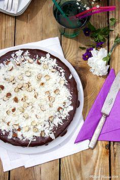 Madame Xícaras: Bolo de Chocolate e Avelãs