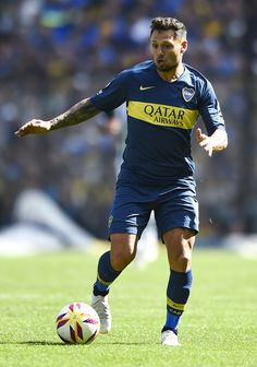 Mauro Zárate Photos - Mauro Zarate of Boca Juniors drives the ball during a match between Boca Juniors and Talleres as part of Superliga Argentina at Estadio Alberto J. Armando on August 2018 in La Boca, Argentina. Soccer World, Football Players, August 12, Running, Grande, Sports, Club, Amor, Buenos Aires Argentina