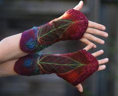 Feutre de laine et soie poignets bidirectionnelles, avec une combinaison de couleurs frappantes ; légers, ils sont assez chauds sur les poignets,