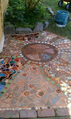 ☮ American Hippie Bohéme Boho Lifestyle ☮ want to do something mosaic on the front steps. Pebble Mosaic, Mosaic Art, Mosaic Glass, Mosaic Tiles, Mosaic Walkway, Tiling, Mosaic Projects, Garden Projects, Boho Lifestyle
