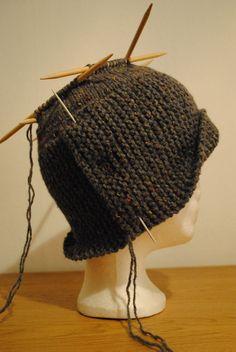 шляпка робин: 16 тыс изображений найдено в Яндекс.Картинках Crochet Coaster Pattern, Crochet Beanie Pattern, Knit Or Crochet, Baby Knitting Patterns, Lace Knitting, Knitted Beret, Crochet Hats, Freeform Crochet, Flannel Rag Quilts