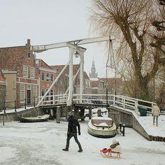 Enjoying the snow in picturesque Monnickendam, Netherlands Winter Beauty, Best Cities, Winter Garden, Ice Skating, Old Town, Winter Wonderland, Netherlands, Dutch, Sailing